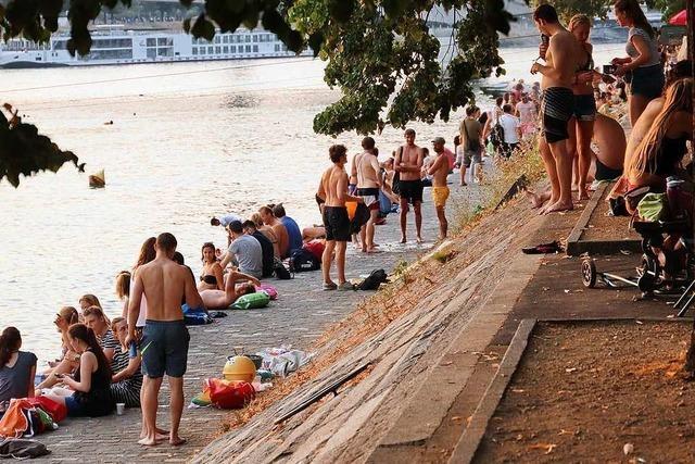 Das Basler Rheinufer ist Strand, Grillstation und Partymeile