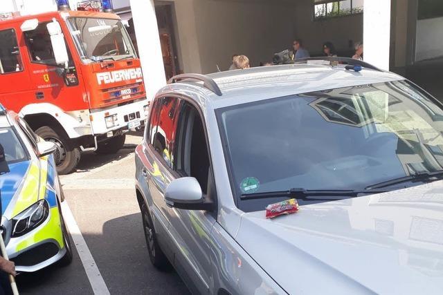 Feuerwehr rettet Kind aus geparktem Auto in Rheinfelden