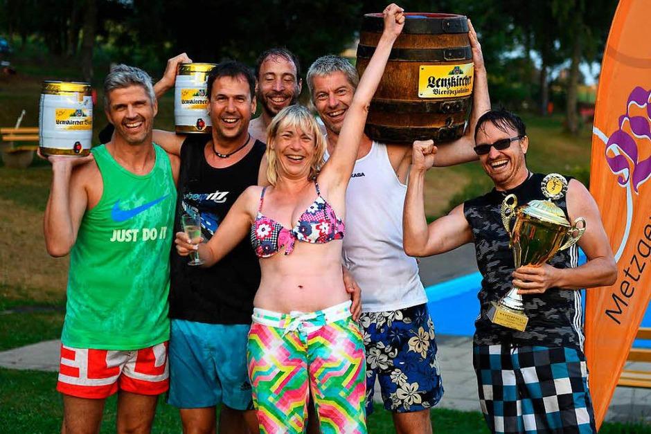 Siegerehrung: Ü28 sind die Sieger beim Volleyball. (Foto: Wolfgang Scheu)