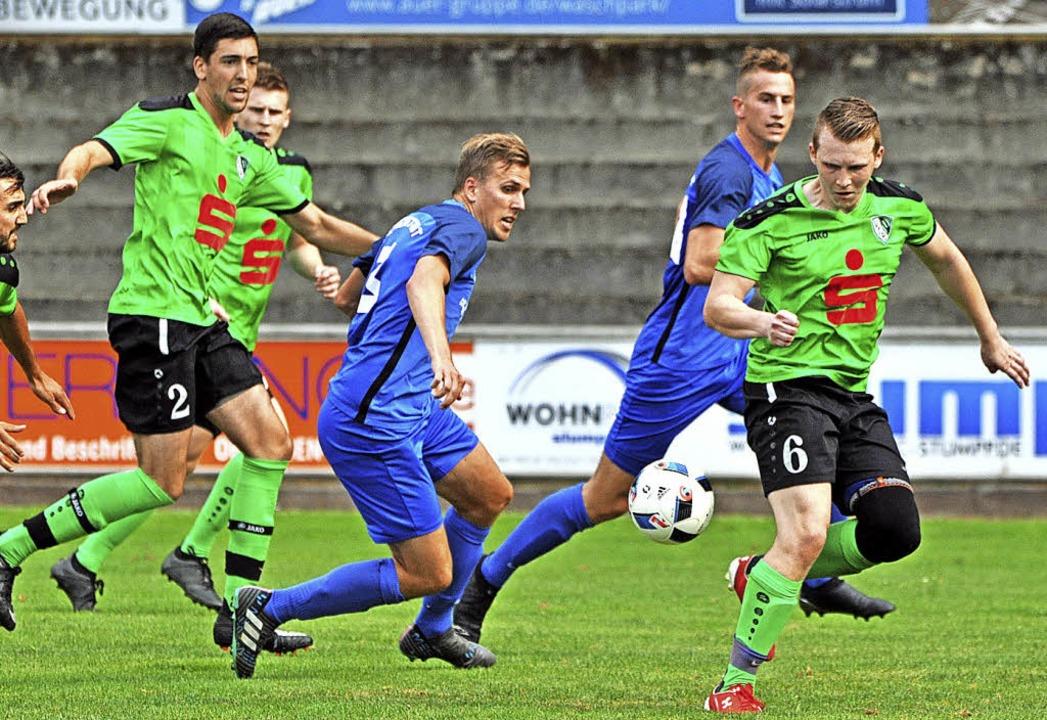 Mehr grün als blau. Stockachs Fußballe...e Schwächen der Neustädter Fußballer.   | Foto: bernd seger