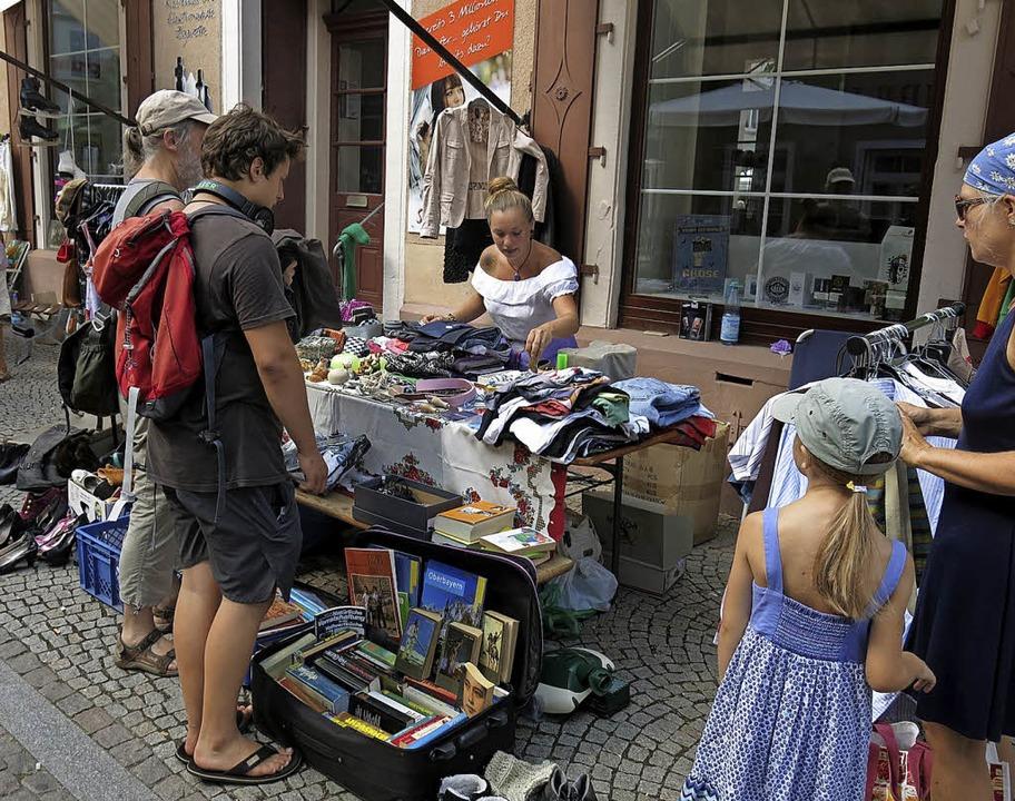 Atstadtflohmarkt bei heißem Sommerwetter  | Foto: Georg Voß