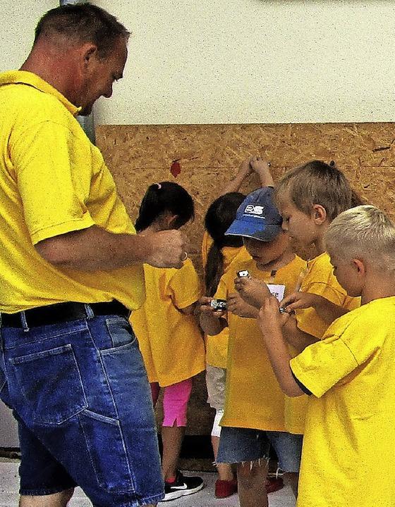 Fleißige Handwerker im Kindergarten Broggingen.     Foto: Privat