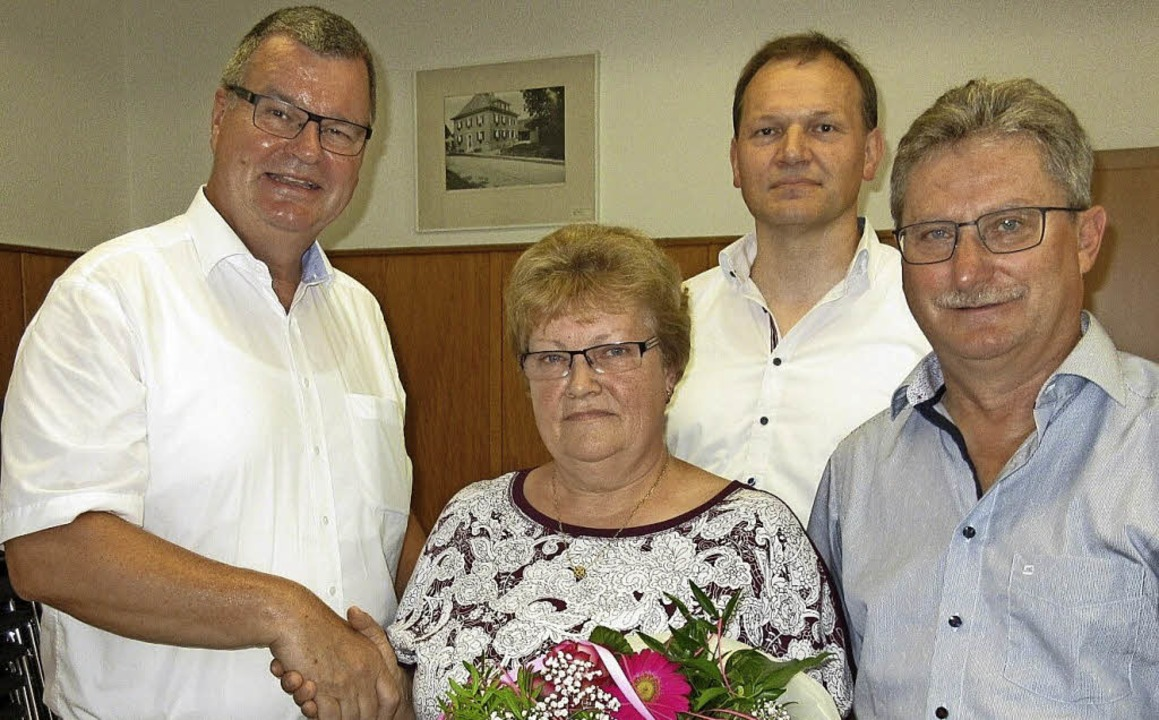 Ursula Götz verabschiedet sich nach 20...ffer (von links) wünschten alles Gute.    Foto: Reiner Merz