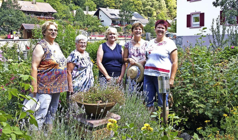 Die fleißigen Gärtnerinnen Rosa Beham,... Garten AG sind gerade in den Ferien.     Foto:  Maria Gutjahr