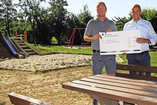 2000 Euro für Sitzgruppe auf neuem Hertinger Spielplatz
