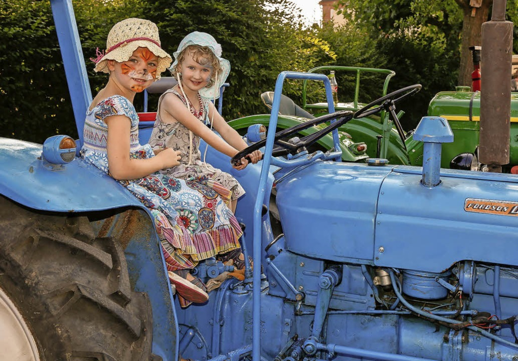 Es sitzt sich zwar schon ganz gut, fah...ie den alten Traktor aber noch nicht.   | Foto: Sandra Decoux-Kone