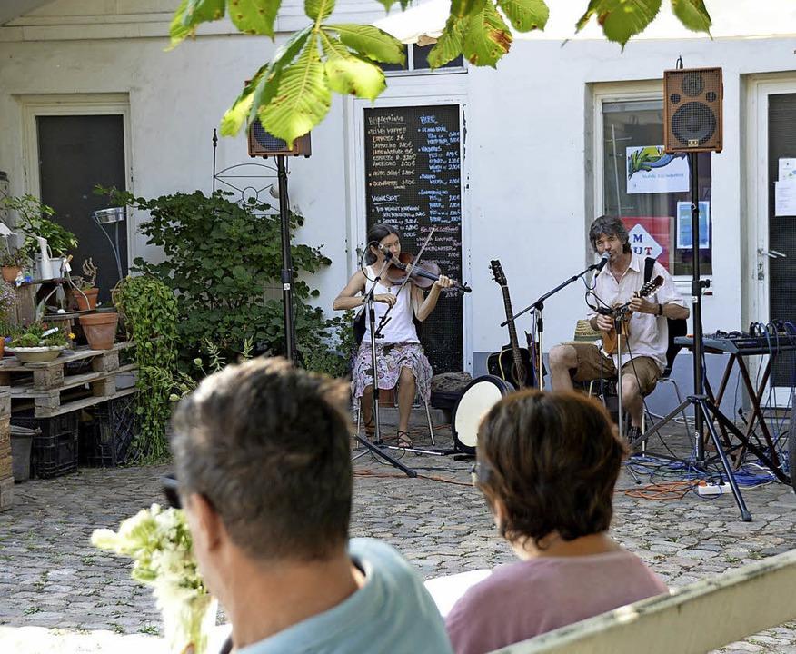Irische Weisen spielte das Duo Reel Time im Café Metamorphose.   | Foto: Horatio Gollin