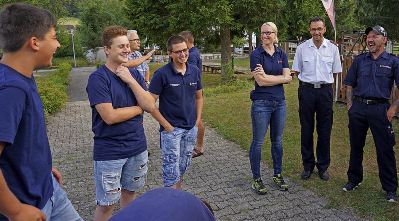 Zum Mondschein-Minigolf traf sich die ...der und die Jugendlichen mächtig Spaß.  | Foto: Hans-Jürgen Sackmann