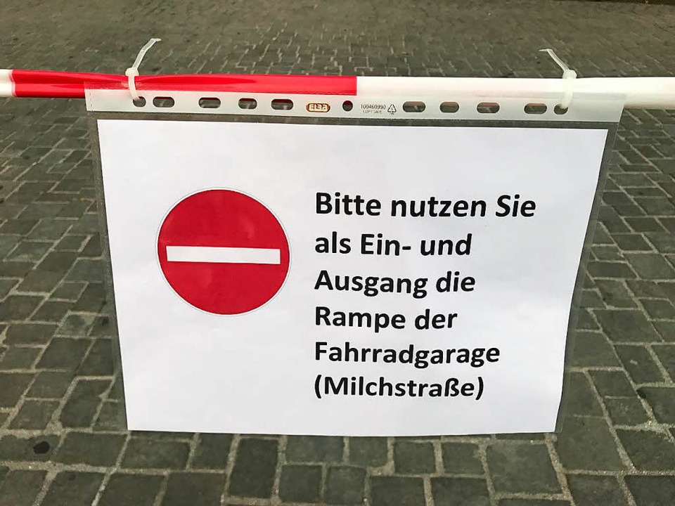 Die Absperrung rund um die Freiburger UB  | Foto: Michael Saurer