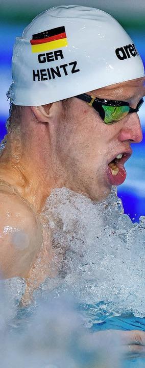 Philip Heintz auf der Brust-Teilstrecke  | Foto: dpa