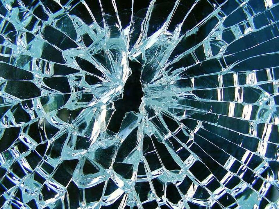 Wenn eine Fensterscheibe kaputt geht, ... Fall für die Haftpflichtversicherung.  | Foto: fotolia.com/Hansjuerg Hutzli