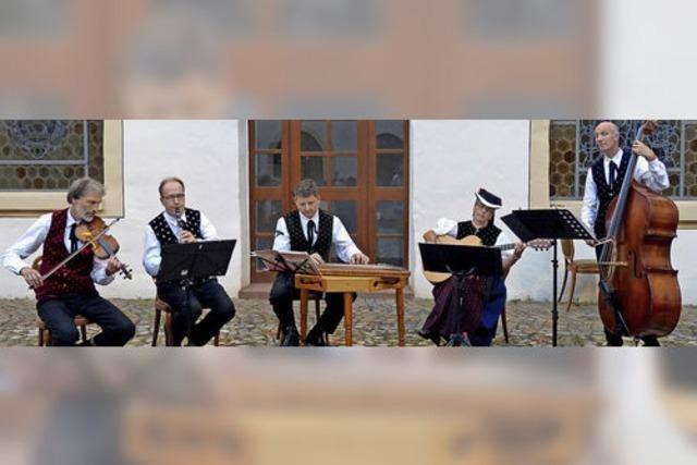 Musikalische Gäste aus St. Peter beim Eine-Welt-Kreis