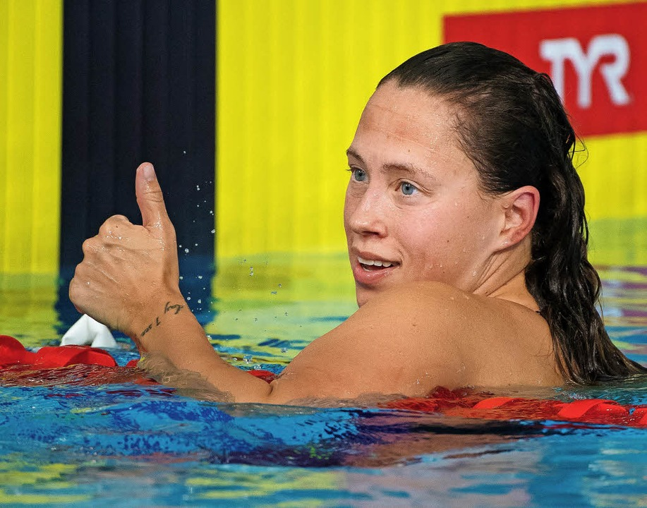 Schwimmerin Sarah Köhler freut sich hi...nach dem 1500-Meter-Freistil-Rennen.    | Foto: dpa