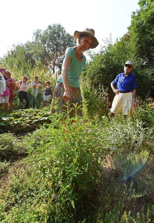 Leserinnen und Leser der Badischen Zei...zen im Achillea-Garten in St. Georgen.  | Foto: Rita Eggstein