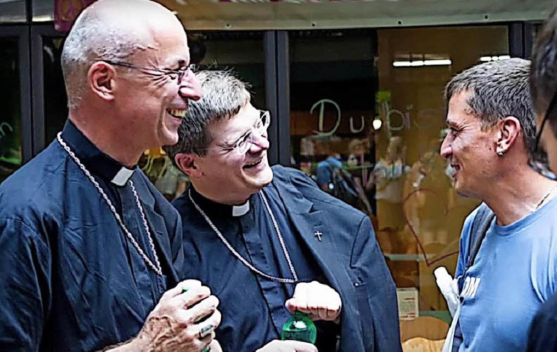 Begegnung im Veranstaltungszentrum der...an Burger und Pfarrer Jürgen Schindler    Foto: Erzdiözese Freiburg