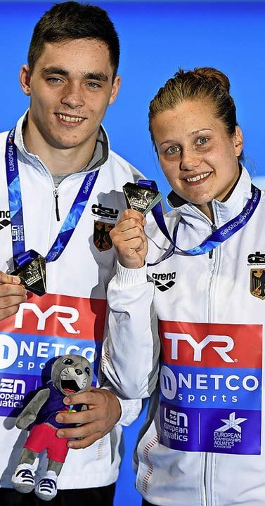 Zu Gold gesprungen:  Tina Punzel (re.) und Lou Massenberg  | Foto: dpa