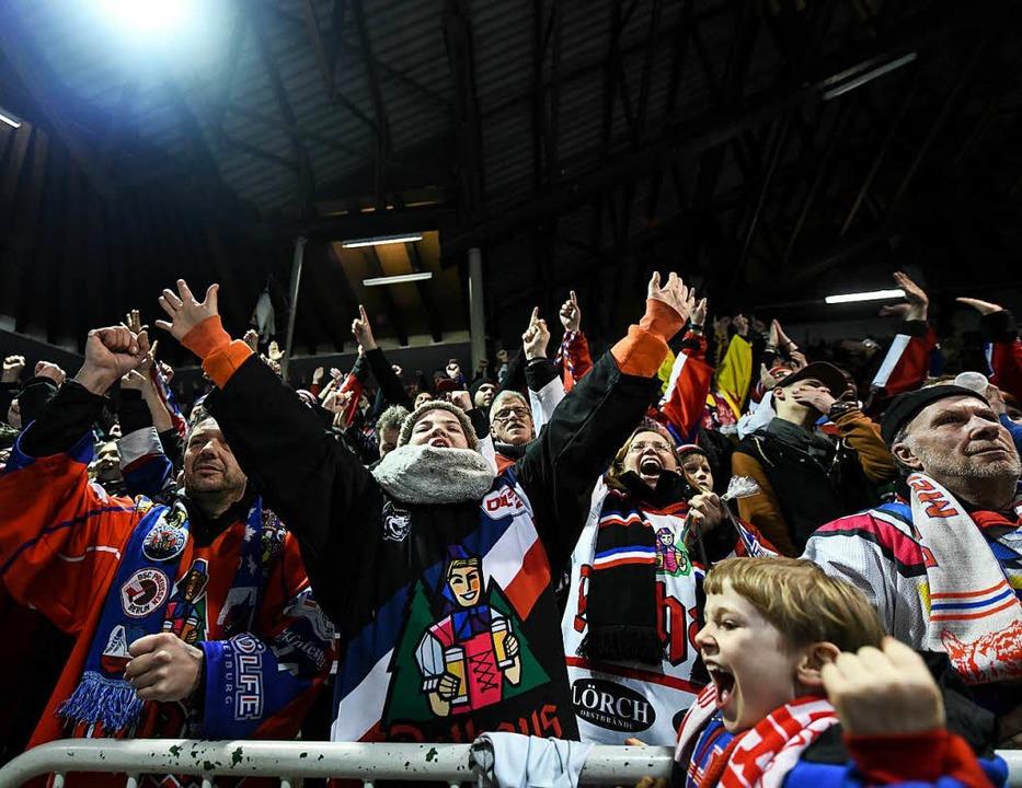 Die Fans des EHC Freiburg dürfen sich ...aison über eine Videoleinwand freuen.   | Foto: Patrick Seeger