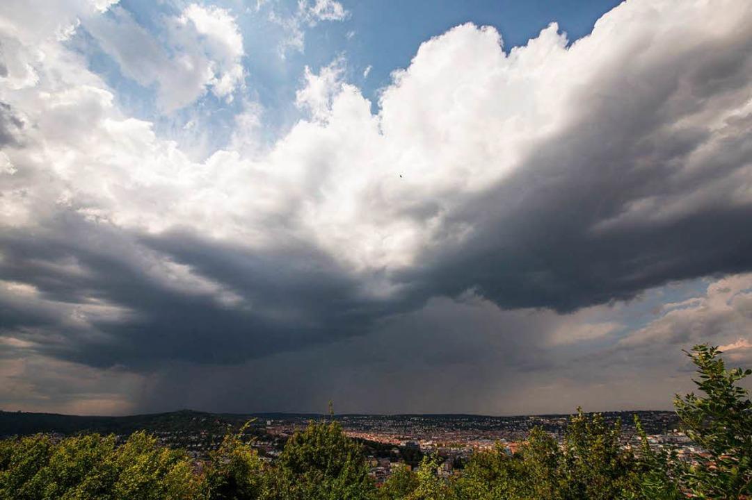 Gewitterfront über Stuttgart (Symbolbild)  | Foto: dpa