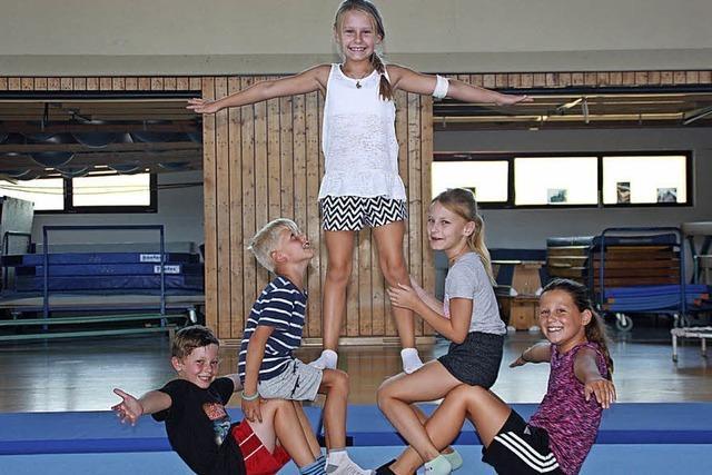 Kinder als Akrobaten