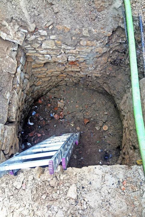Die Bauhofmitarbeiter entdeckten diesen Schacht.    Foto: Gemeinde Ebringen