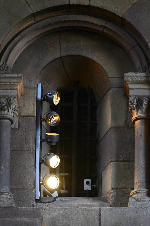 Leicht zu übersehen: Überwachungskamer...r Seitenkapelle im Freiburger Münster.  | Foto: Ingo Schneider