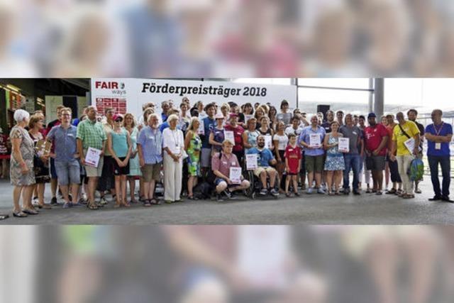 SC Freiburg übergibt Fair-Ways Förderpreis