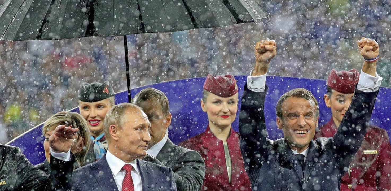 Es schifft –  das macht dem  Sch... 15. Juli in Moskau nach dem WM-Finale  | Foto: dpa