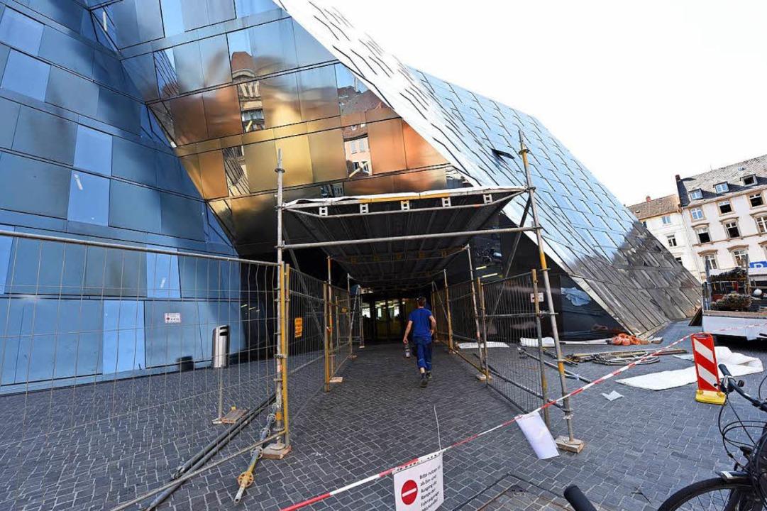 Die Freiburger UB bekommt provisorische Schutzdächer  | Foto: Rita Eggstein
