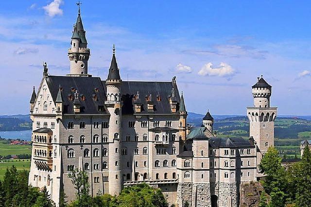 Touristen setzen Märchenschloss zu