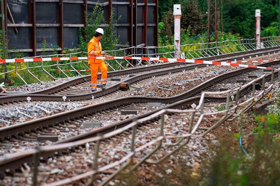 Plötzlich sackte der Boden ab: die Rhe...r Bahn bei Rastatt am 12. August 2017.  | Foto: dpa