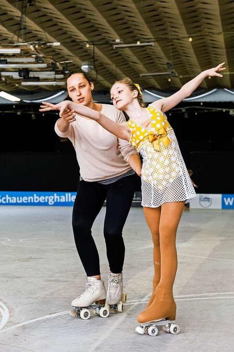 Trainerin Daniela Lüthy und Schülerin ...e Kragler beim Üben der Choreographie.  | Foto: Daniel Schoenen