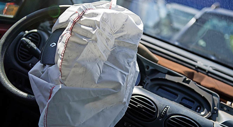 Ein gezündeter Airbag muss ausgetausch... er lässt sich nicht wiederverwenden.   | Foto: Arno Burgi/dpa