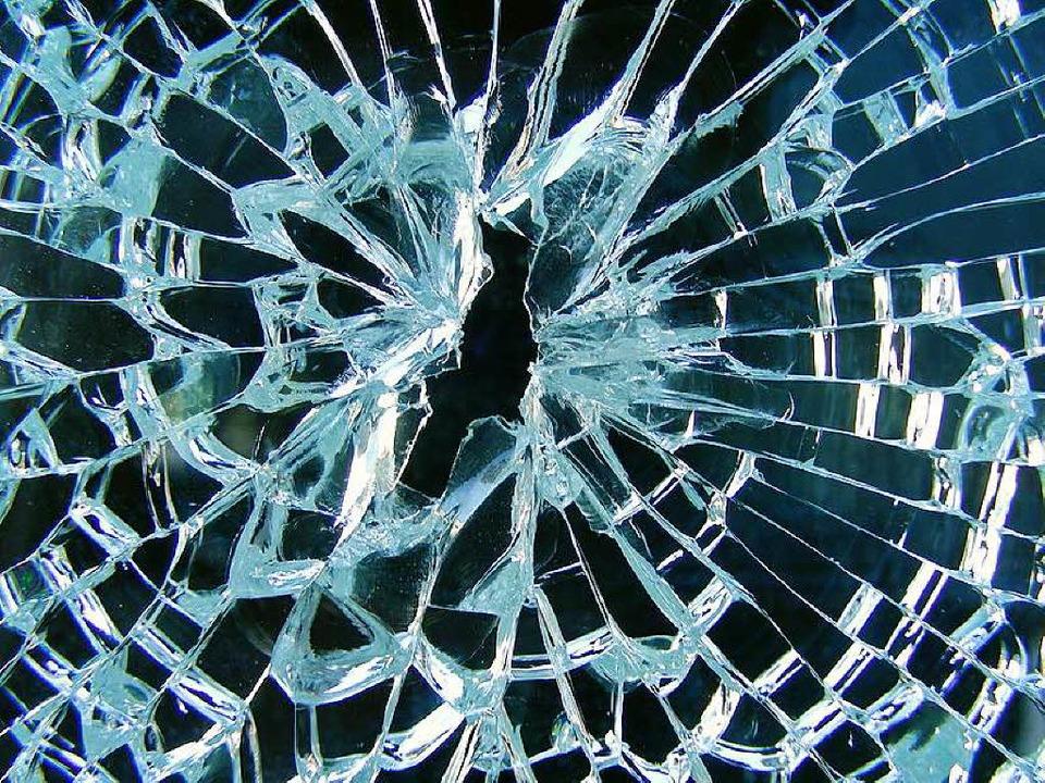 Eine Fensterscheibe eines Matratzenges... schlugen Unbekannte ein (Symbolbild).    Foto: fotolia.com/Hansjuerg Hutzli