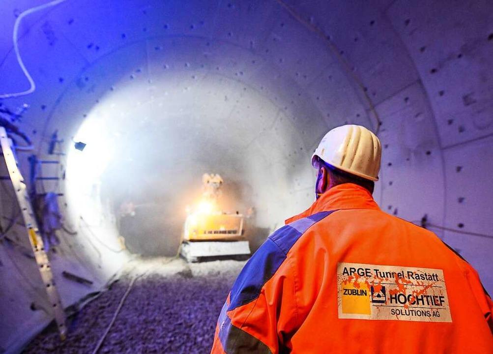 Bauarbeiten im Tunnel unter der Bahn in Rastatt  | Foto: dpa