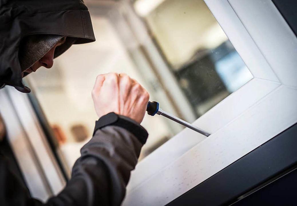 Einbrecher bei der Arbeit   | Foto: Symbolfoto: dpa
