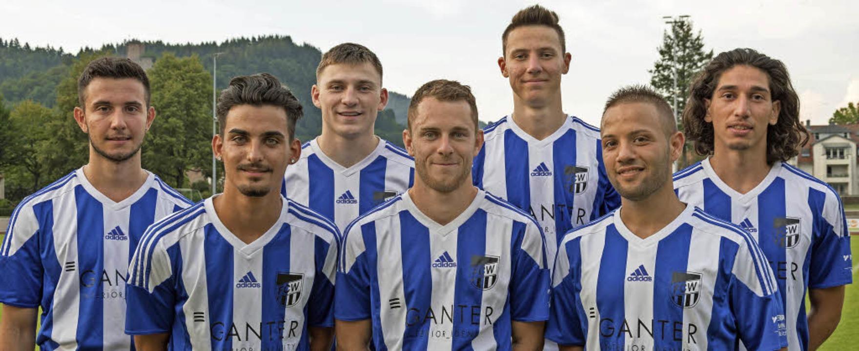 Neu beim FC Waldkirch sind Alessio Ern...nd Omar Kassassir (vorne, von links).   | Foto: Helmut Rothermel