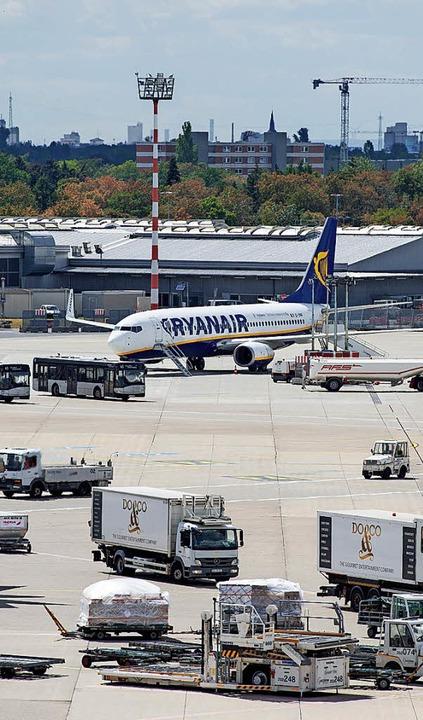 Viele Ryanair-Flugzeuge blieben amBoden.   | Foto: DPA