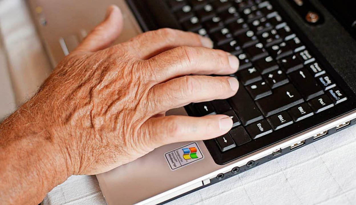 Ältere Arbeitnehmer rücken wieder mehr in den Fokus der Unternehmen.  | Foto: dpa