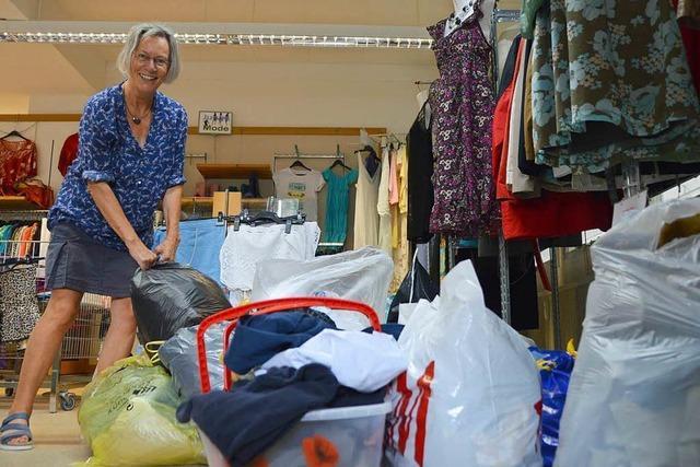 In den Kleidersäcken für das DRK Rheinfelden findet sich viel Müll