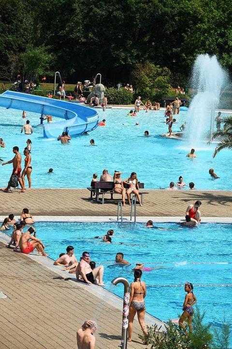 In Freiburg besteht besonders im Weste...f dem Bild zu sehen ist das Strandbad.  | Foto: Rita Eggstein