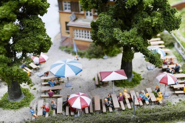 Eisenbahnfreunde Breisgau zeigen Modellbahn-Anlage im Kurhaus Titisee