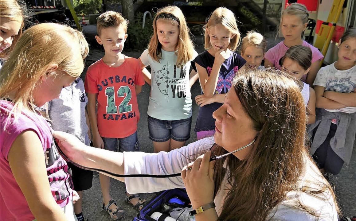 Janine Wörner, Bereitschaftsleiterin d...bei den Kindern alles in Ordnung ist.   | Foto: Jörn Kerckhoff