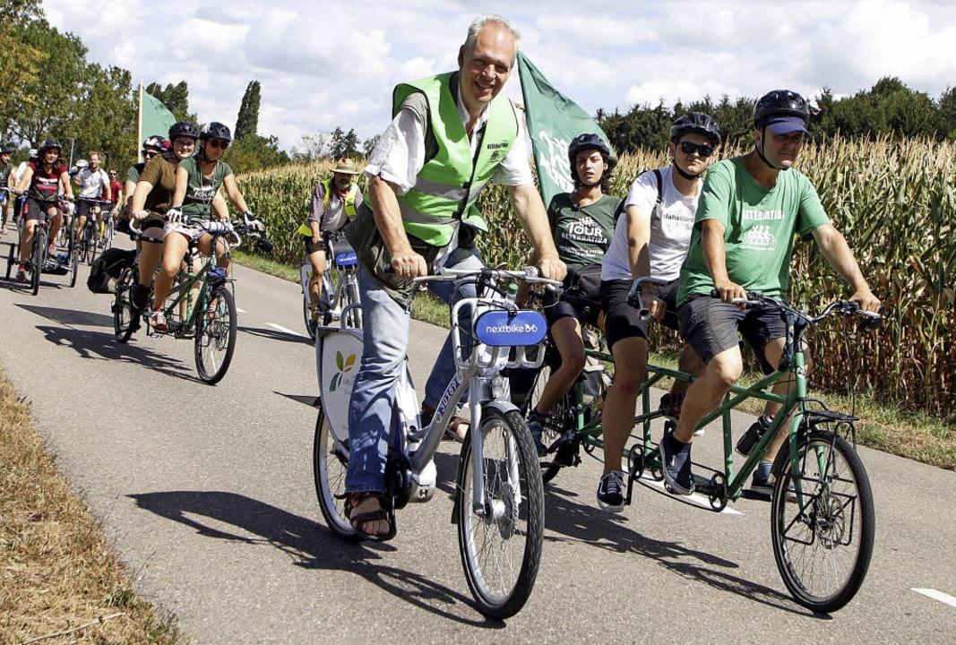 Auch Klimaschutzmanager Michael Dutschke (links) trat in die Pedale.     Foto: Heidi Fössel