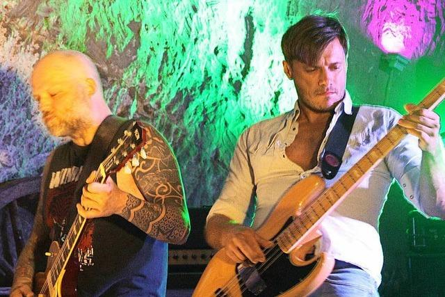 Rock-Nacht im Raven's Cave in Lörrach: Ein Fest für die Nackenmuskeln