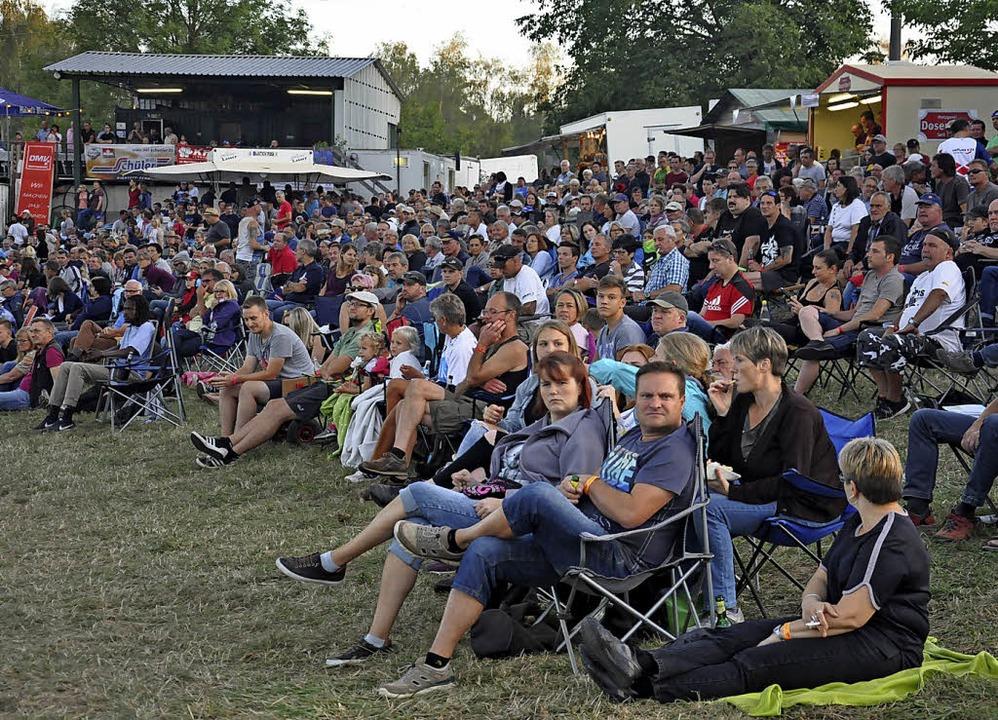 Viele Fans sahen spannende Rennen bei den Hertinger Speed Nights.  | Foto: Jutta Schütz