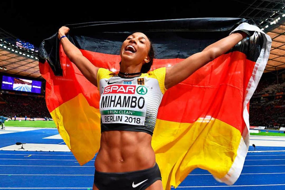 Unbändige Freude nach dem größten Erfolg ihrer Karriere: Malaika Mihambo  | Foto: dpa