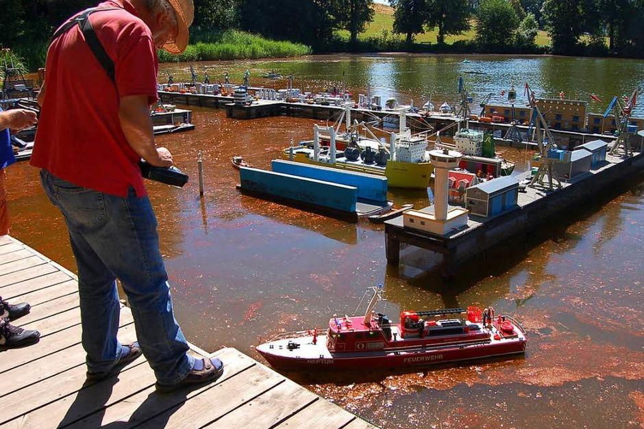 Beim Badweiherhoch in St. Peter waren zahlreiche Schiffsmodelle zu sehen. (Foto: Christian Ringwald)