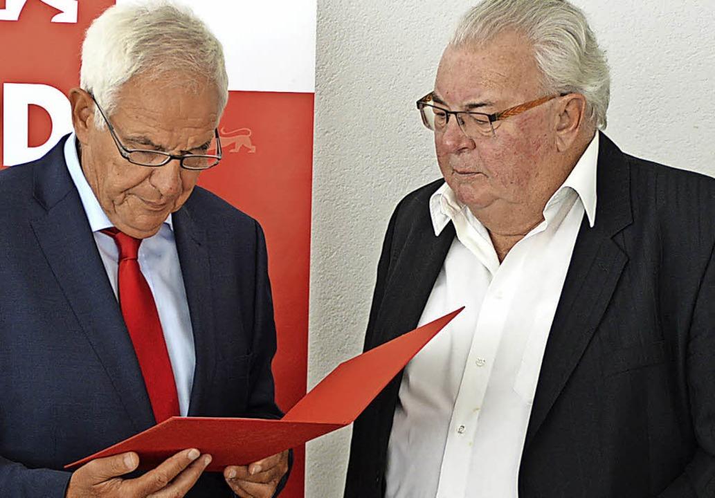 Eine letzte große Ehre wurde Karl Hein...lly-Brandt-Medaille ausgezeichnet hat.  | Foto: Edgar Steinfelder