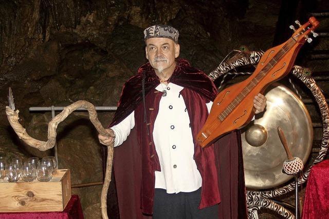 Irische Liebeslieder in der Erdmannshöhle in Hasel. Epinettes, Harfe mit Christoph Rapuch und Sandawa, Wassertrommel mit Claudia Libor.