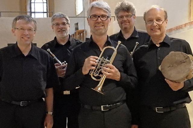 Die ganze Pracht von Trompeten, Pauken und Orgel